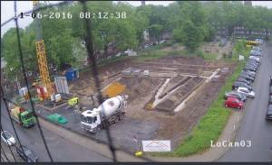 Unterbeton wird unter den Streifenfundamenten eingebaut 01.06.2016